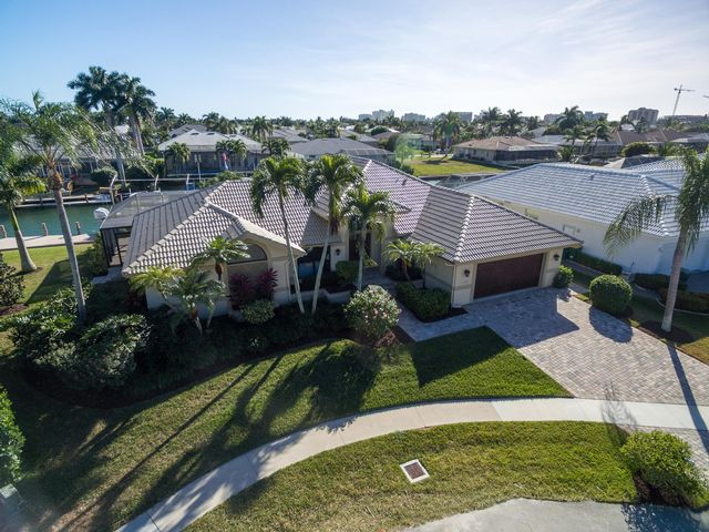3 BR,  2.00 BTH  Contemporary style home in Marco Island